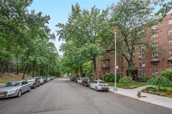 82-48 135th Street Briarwood Queens NY 11435
